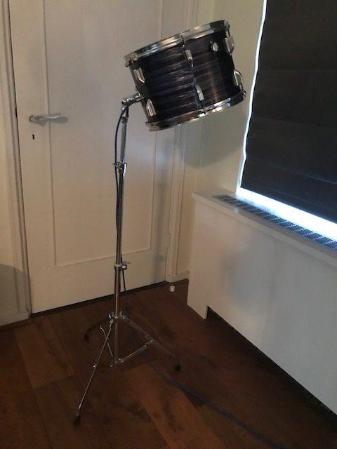 Staande blauwe drum lamp