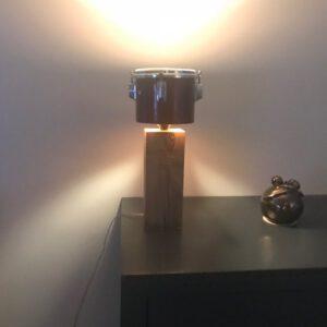 Kleine staande drumlamp met ruige eiken houten voet