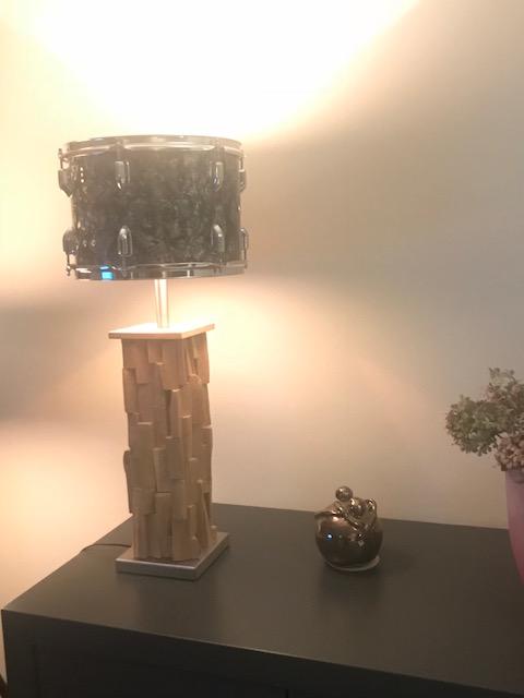 Staande drumlamp met design houten voet
