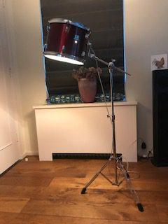 Stoere staande wijnrode drum lamp