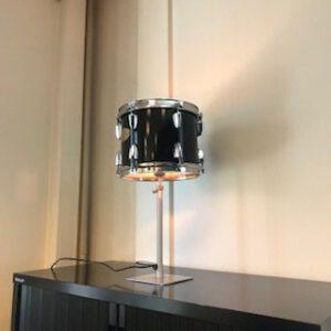 Zwarte staande drumlamp met stalen voet