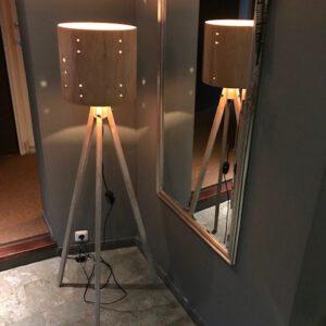 Houten drum lampenkap op driepoot statief