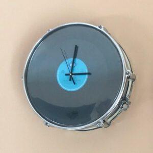 Blauwe drum klok