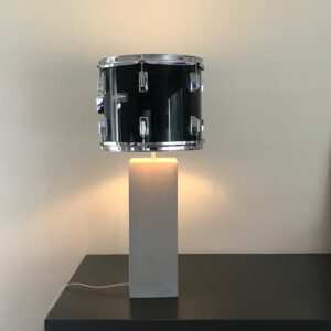 Staande drumlamp met betonlook lampvoet